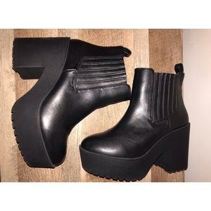 Chunky Platform Booties | Forever 21 | Black